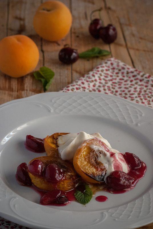Персики с вишневой начинкой