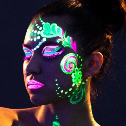 Как макияж изменяет цвет от искусственного освещения
