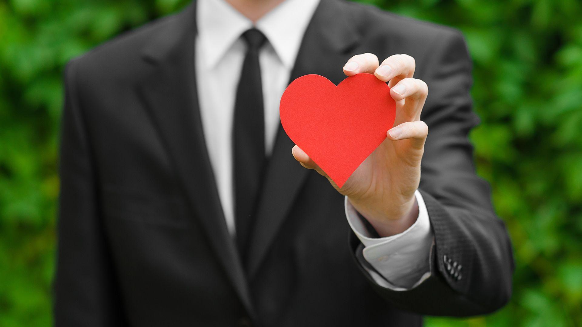 Как понять, что тебя любит парень? Признаки мужской влюбленности