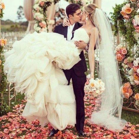 Поздравления со свадьбой молодоженам и их родителям в стихах от гостей и кумовей, от дружки и шафера