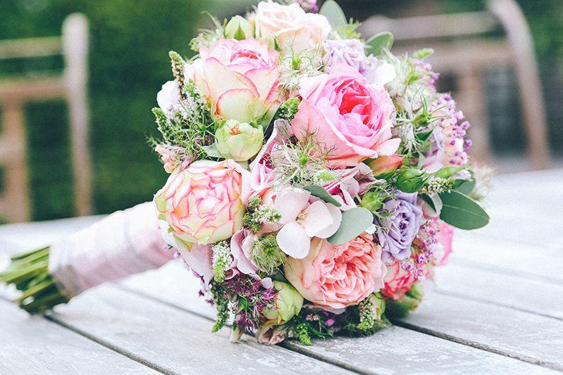 Как из цветов сделать свадебный букет своими руками?