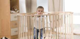 Как правильно выбрать детский манеж?