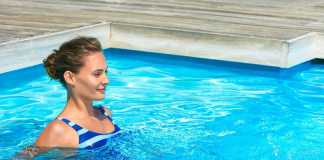 Делаем упражнения в бассейне