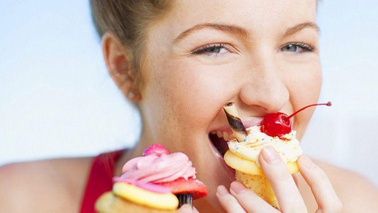 От сладкого поправляются? Мифы о лишнем весе