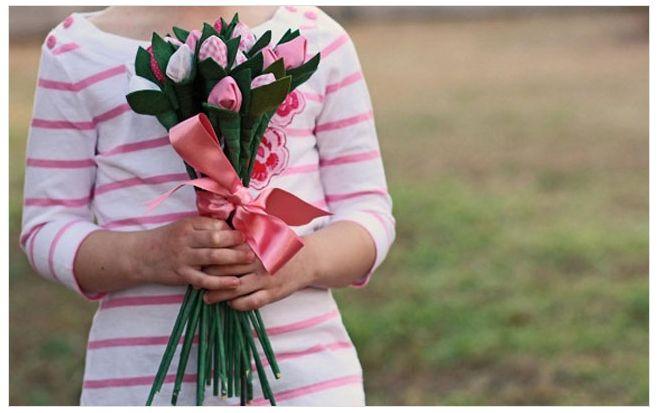Подарок для женщины: цветок своими руками