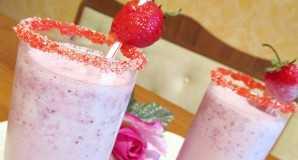 Рецепт молочно-клубничного коктейля с мороженным в блендере