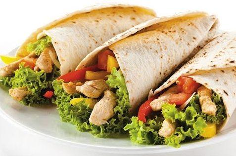 Тортилья с курицей и овощами