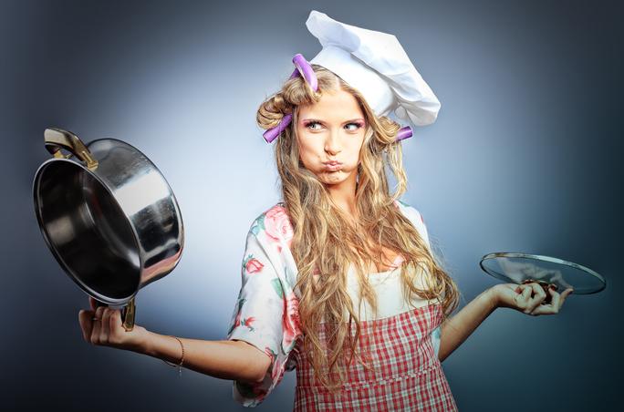 Как очистить эмалированную кастрюлю от пригоревшей еды?