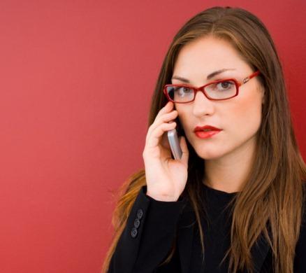 Какой телефон подарить девушке?