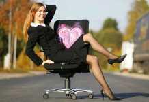 женщины в офисе